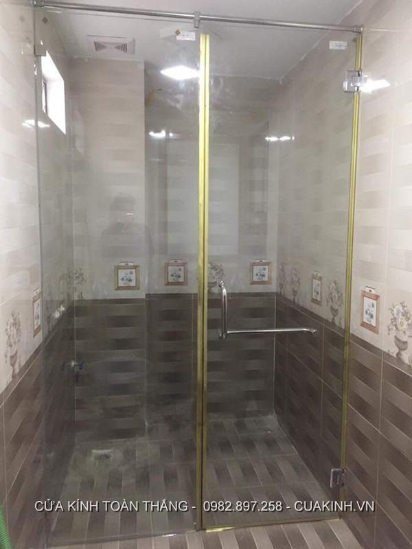 Vách kính nhà tắm gia đình cửa đẩy