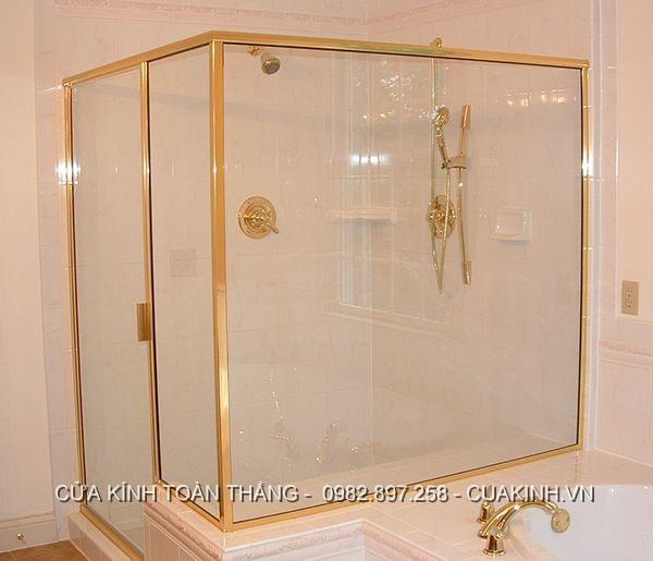 vách kính nhà tắm khung mạ vàng