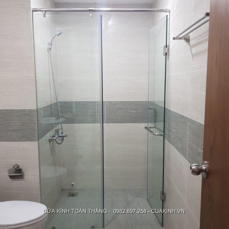 Vách kính phòng tắm đứng cửa đẩy