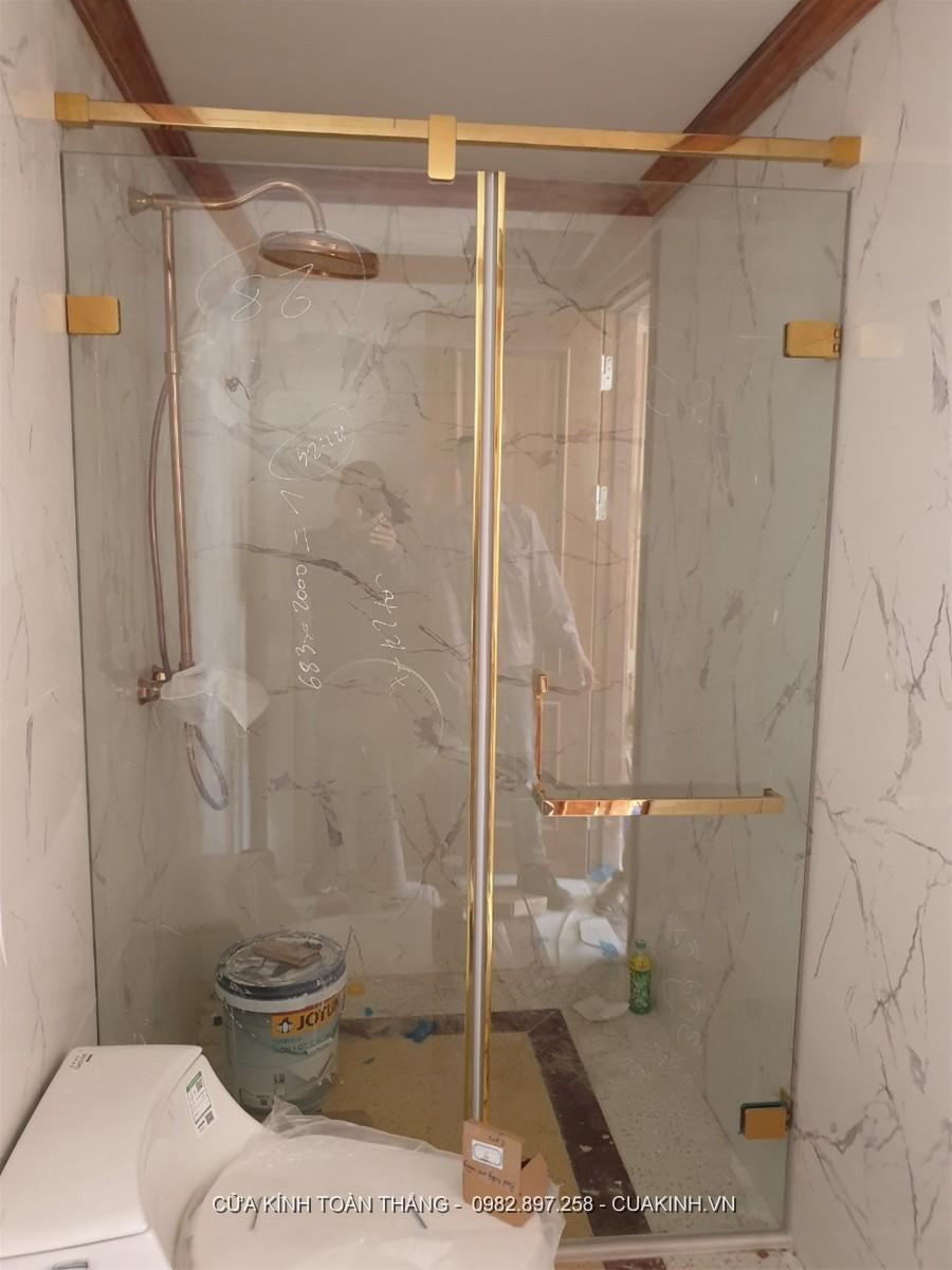 Vách kính phòng tắm cửa đứng