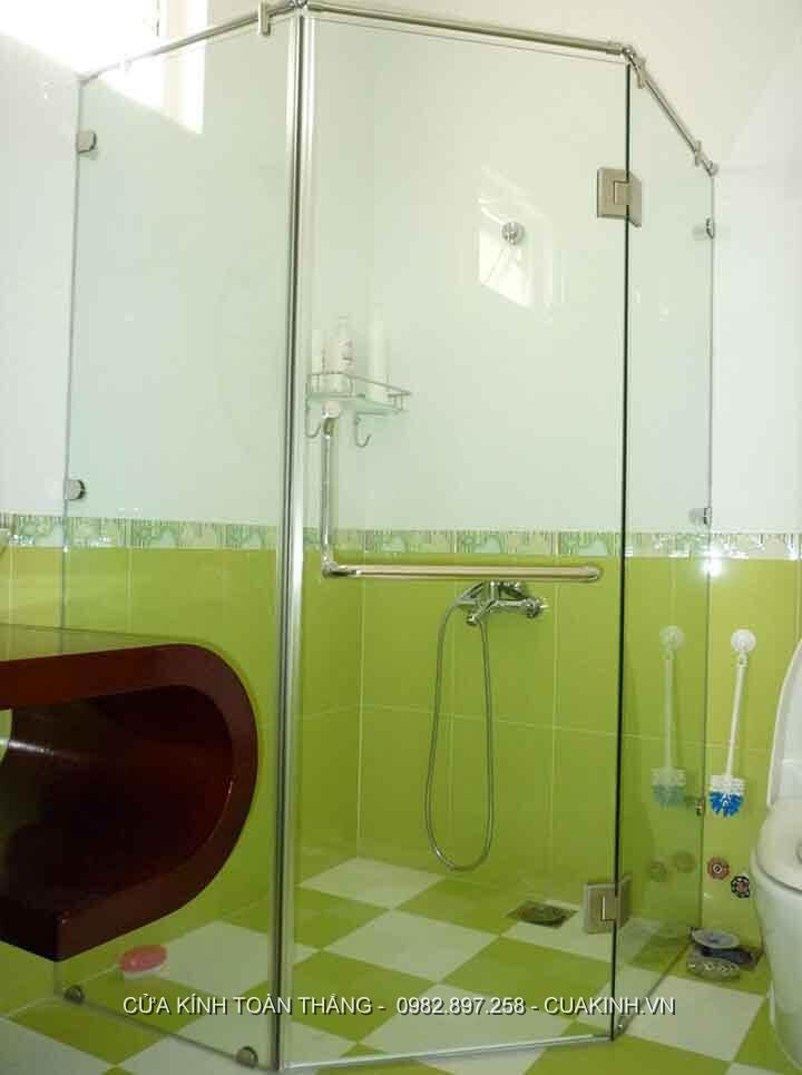 Vách kính phòng tắm góc