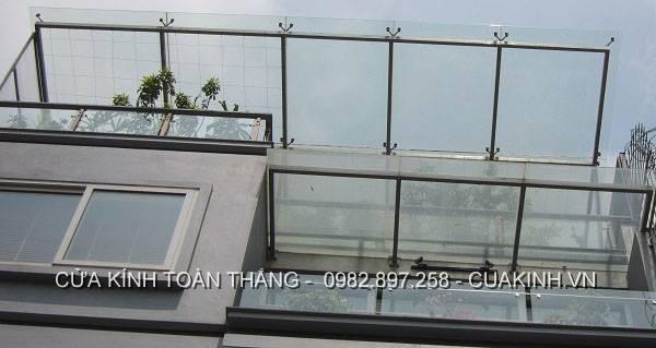 Mái kính sân thượng khung inox