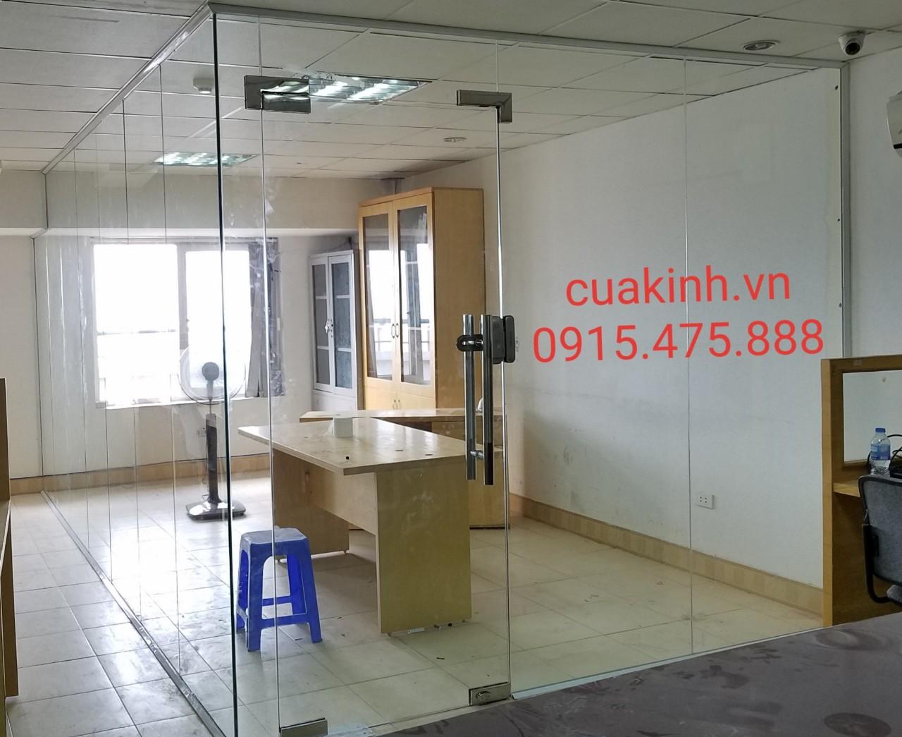 Cửa kính thuỷ lực 1 cánh và vách kính văn phòng