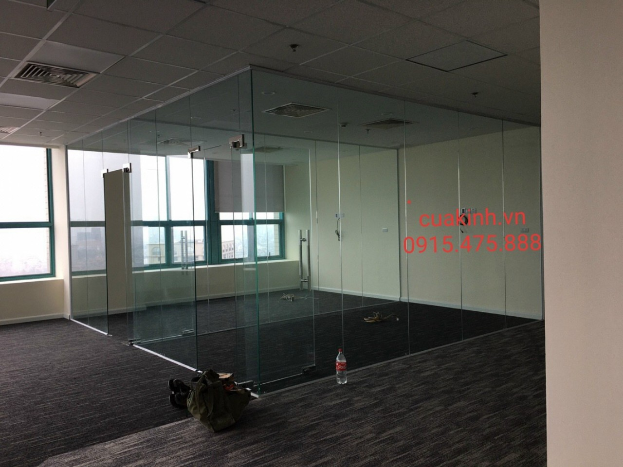 Vách kính văn phòng và cửa kính thuỷ lực