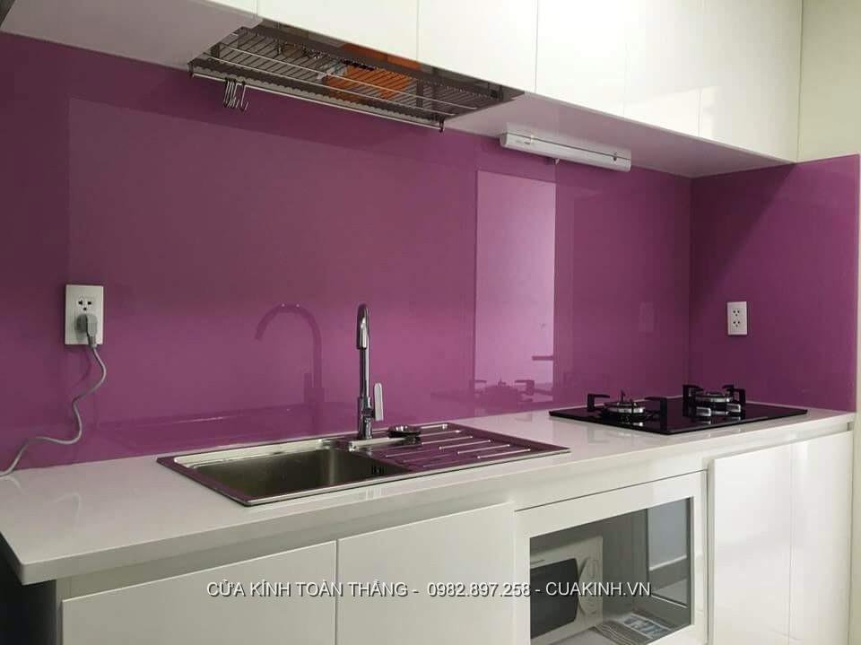 Kính ốp màu bếp màu tím