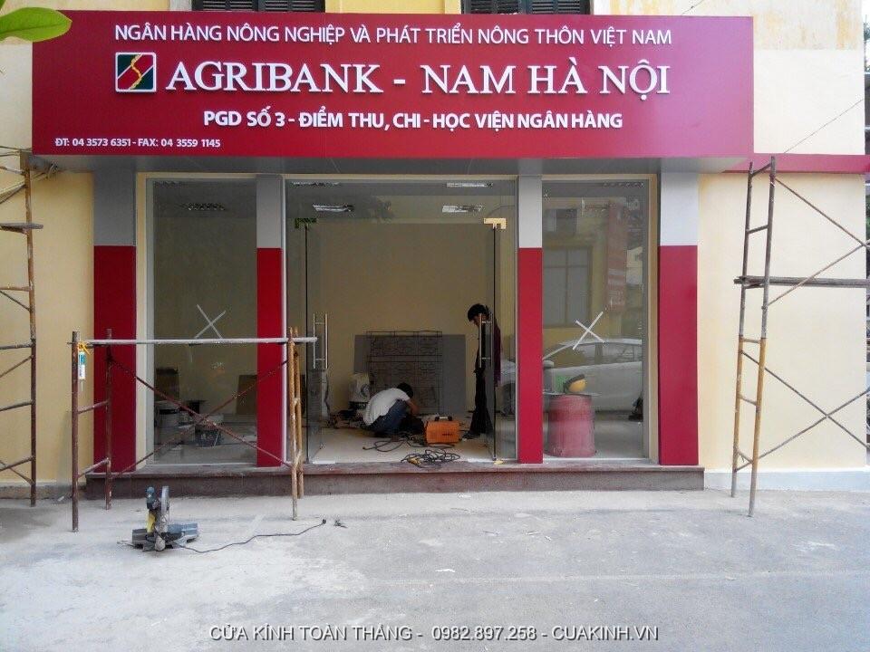 Làm cửa kính thuỷ lực cho ngân hàng Agribank