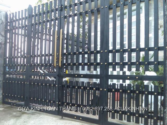 thay thế phụ kiện cửa sắt chất lượng