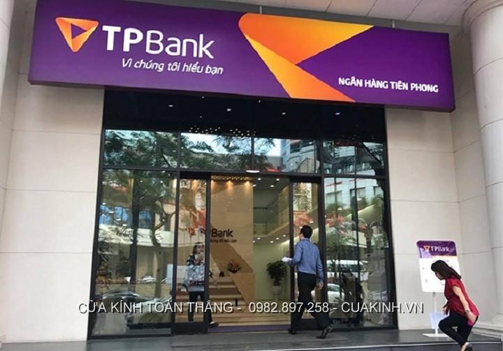 cửa kính cường lực ngân hàng