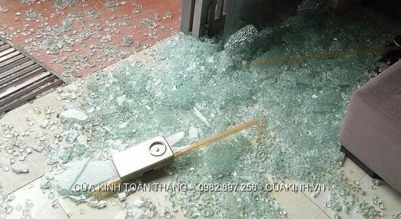 Cửa kính cường lực bị vỡ an toàn