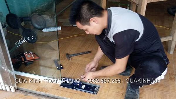 Dịch vụ sửa bản lề cửa kính